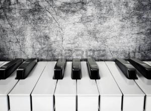 21583798-漆喰壁に白と黒のピアノのキー